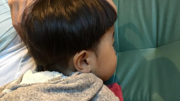 鼻水が止まらないおかっぱ頭の赤ちゃん