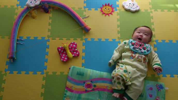 可愛い赤ちゃんの寝相アート