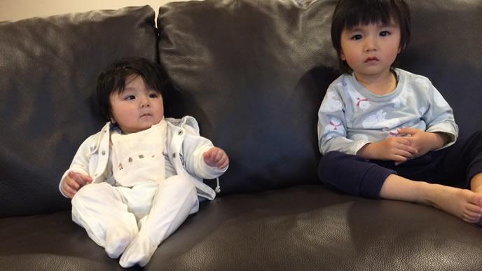 お座りが上手になってきた生後7ヶ月の赤ちゃん