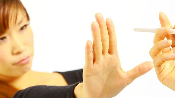 パパの喫煙を止めるママ