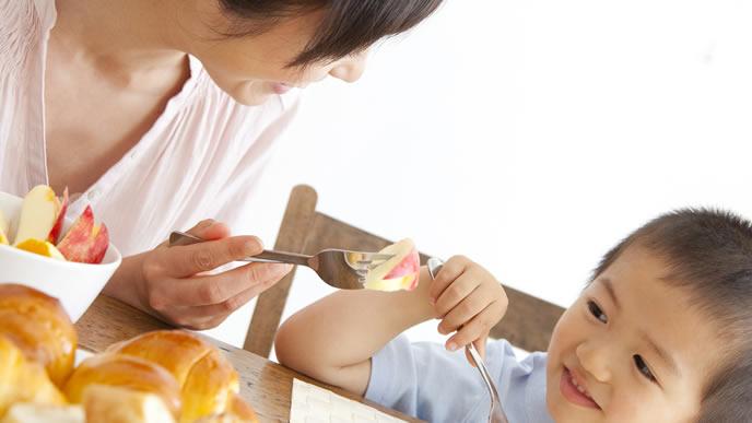 バランスの取れた食事で体重増加を防ぐママ