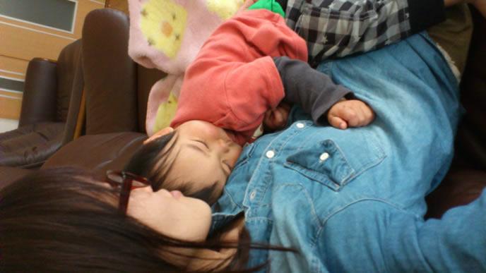 ママのおっぱいから離れられない赤ちゃん