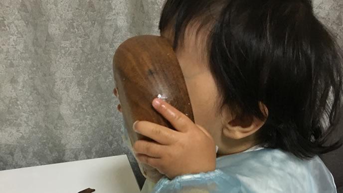 のど越しの良い離乳食を食べる赤ちゃん
