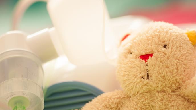 赤ちゃん用に吸入器とぬいぐるみ
