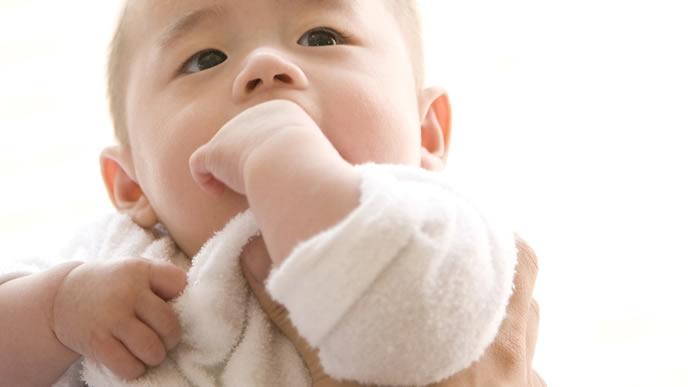 初乳を飲みたい赤ちゃん