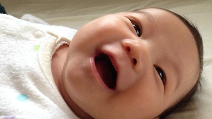 満面の笑みで癒してくれる赤ちゃん