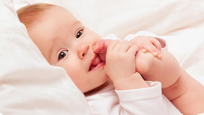 指しゃぶりから足しゃぶりに変わった赤ちゃん