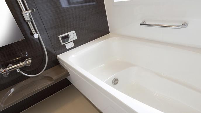 黒を基調としたリッチなお風呂