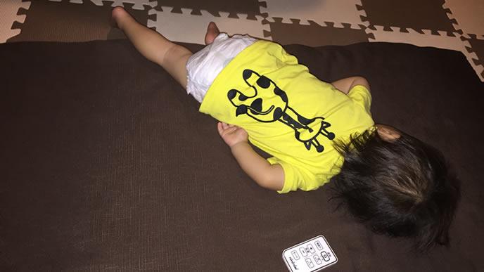 静かに眠りにつく赤ちゃん