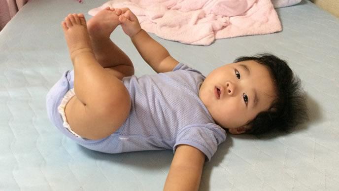 パスポート申請にNGな写真を撮られる赤ちゃん