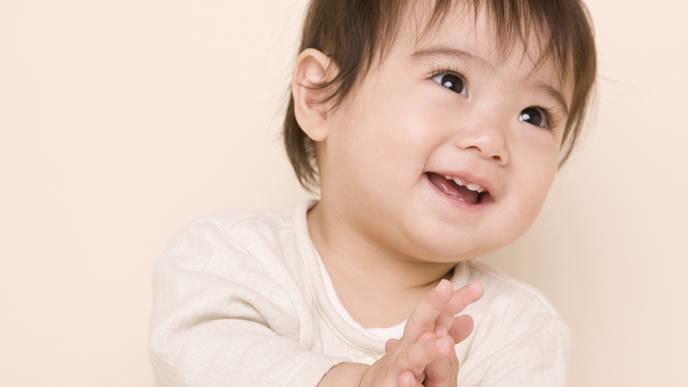 ママパパに喃語で話しかける赤ちゃん