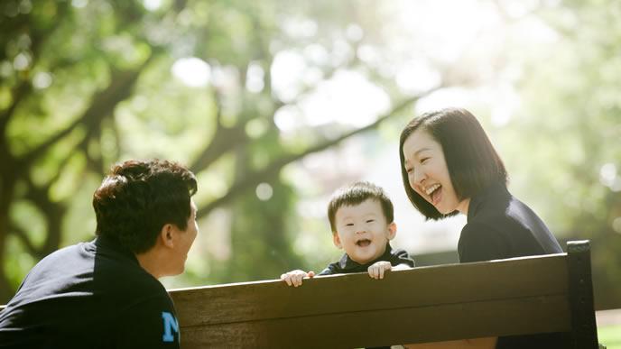 ママパパと一緒にお喋りできて嬉しい赤ちゃん