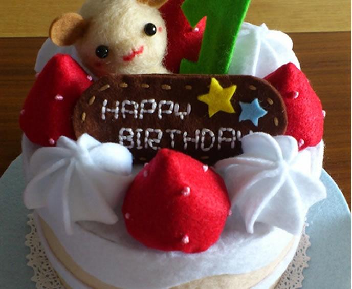 お誕生日ケーキを参考にしたアイディア帽子の画像