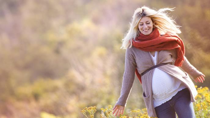 気ままに旅行をする安定期の妊婦