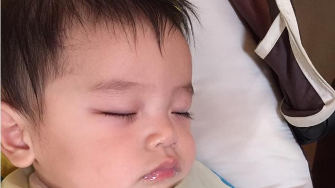 赤ちゃん用まくらで熟睡中