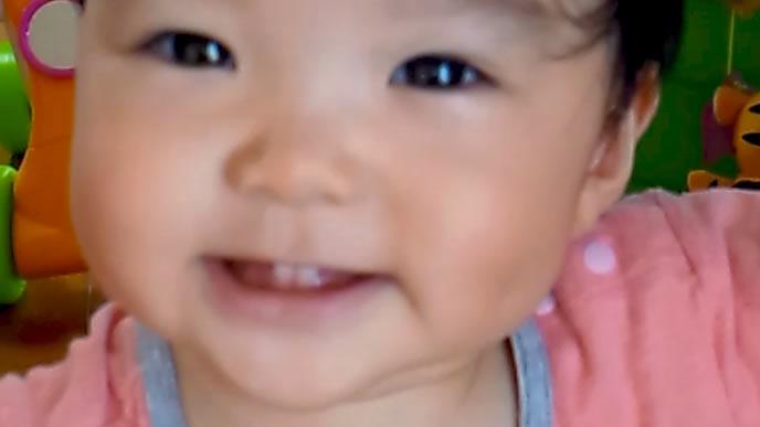 赤ちゃんが近付き過ぎて手ぶれした写真