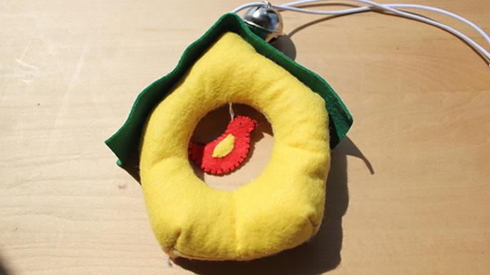 ゴム紐で引っ張れるシンプルメリーの画像