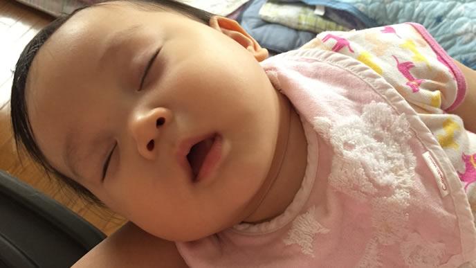 突発性発疹で寝込む赤ちゃん