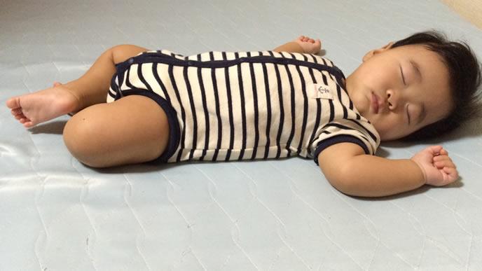 突発性発疹が治り安眠する赤ちゃん