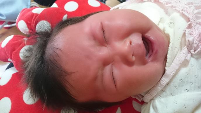 突発性発疹の不快なかゆみでギャン泣きする赤ちゃん