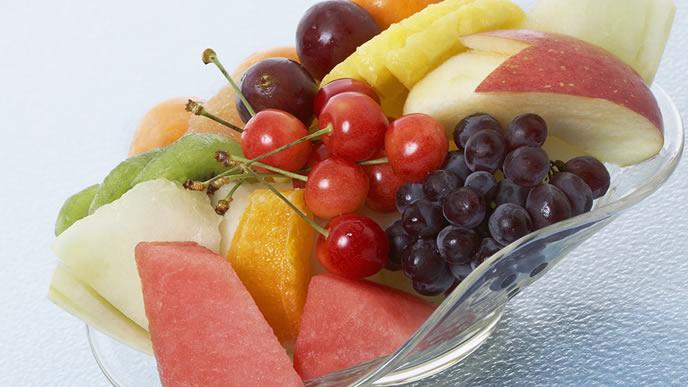 赤ちゃんが食べやすいようにカットしているフルーツ