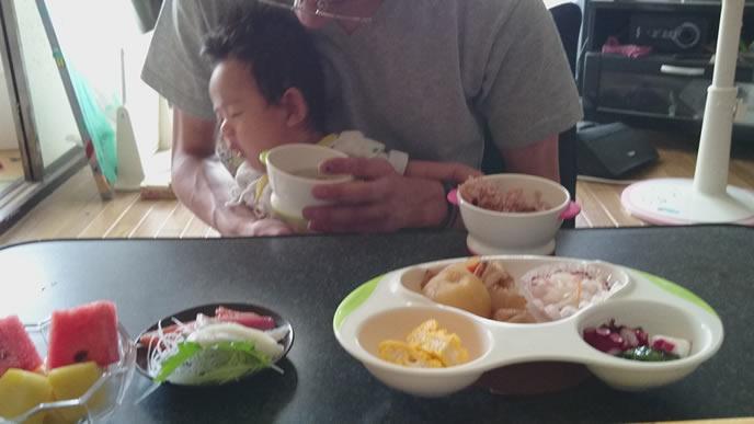 赤ちゃんのために用意された離乳食お菓子
