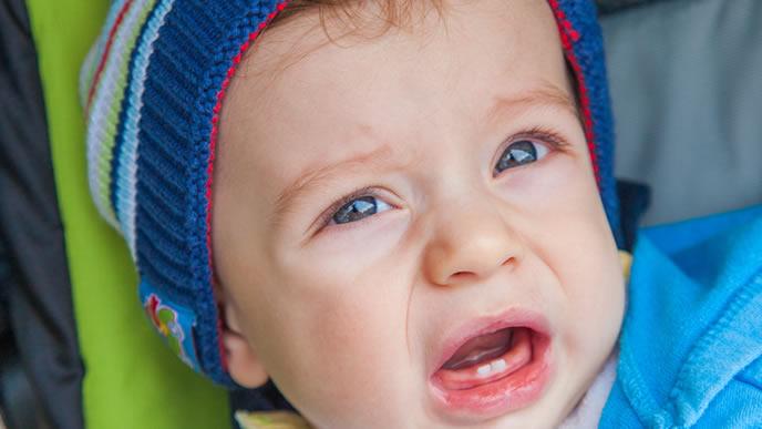 卒乳するのが嫌で泣き出す赤ちゃん