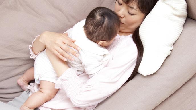 赤ちゃんが可愛くて仕方がないママ