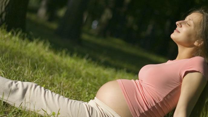 便秘が辛くすわりこんだ妊婦