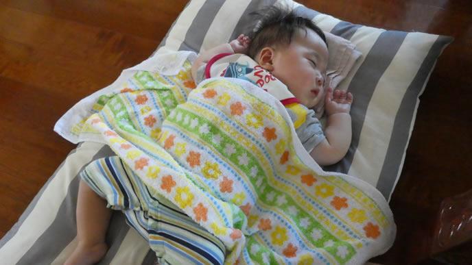 赤ちゃんのお腹を冷やさないためのタオル