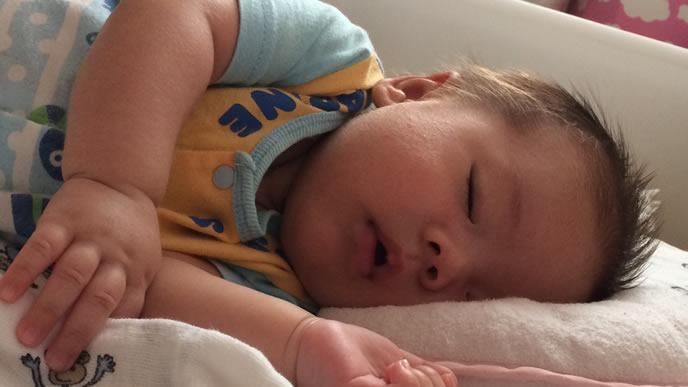 平熱が高くなりぐったりする赤ちゃん