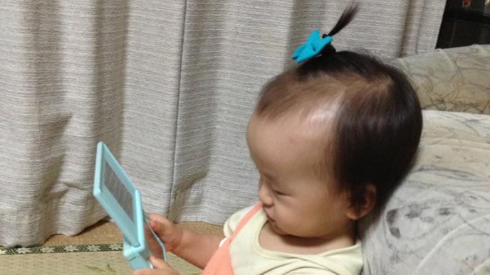 可愛くヘアアレンジしたゲーム中の赤ちゃん