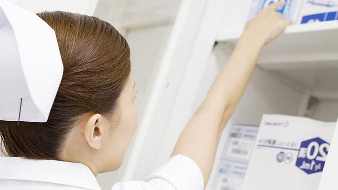 突発性発疹の赤ちゃんを受け持つ看護師