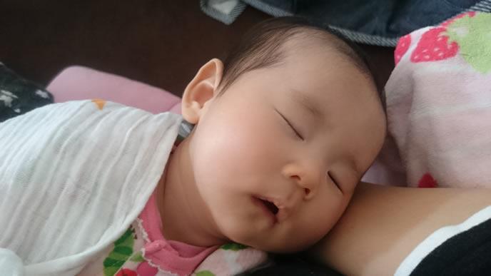 2回目の突発性発疹が治り安眠する赤ちゃん