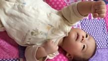 ハンドリガード、赤ちゃんが手をじっと見つめるその意味は?