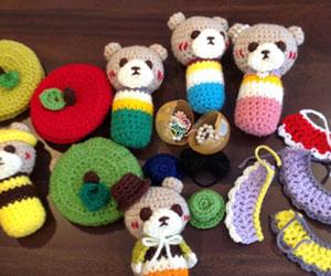 手作りの編みぐるみマラカスの画像