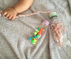 手作りの100均のビーズと紐のペットボトルおもちゃの画像