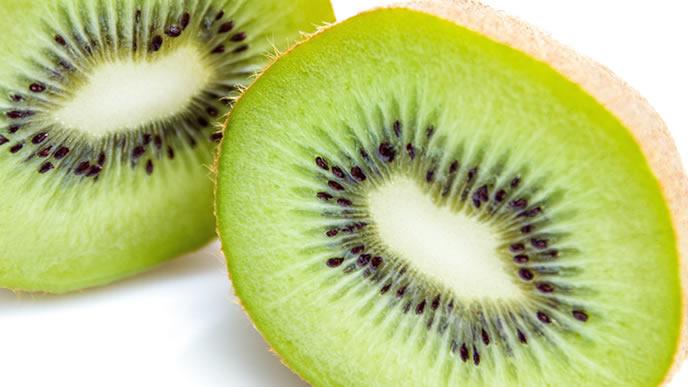葉酸とビタミン豊富なキウイフルーツ