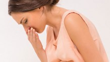 つわりで吐き気が引き起こされる原因や吐きづわりの対処法