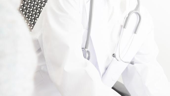 心拍数の異常を妊婦に知らせる医師
