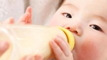 新生児のミルク量・母乳量の目安と足りない時の追加量