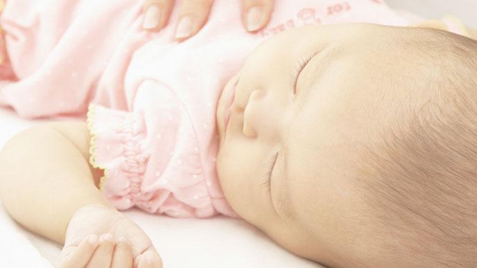 新生児期~2、3ヶ月でも、夜間授乳なしで寝続ける子