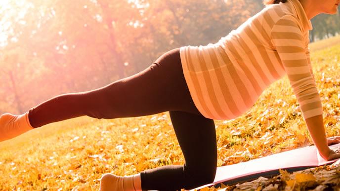 毎日逆子体操をする女性