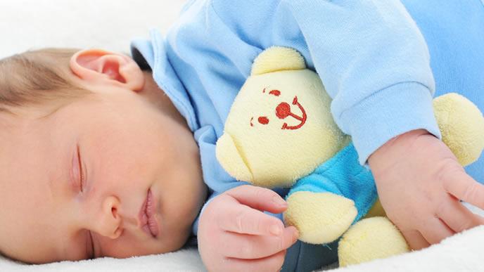 ダニのいない布団ですやすや寝る赤ちゃん
