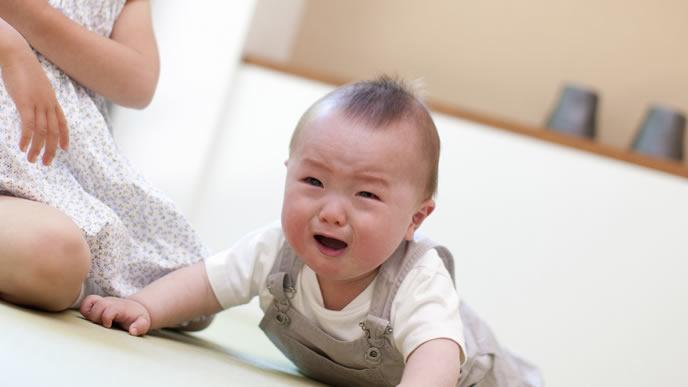 機嫌が悪く泣き出してしまった赤ちゃん