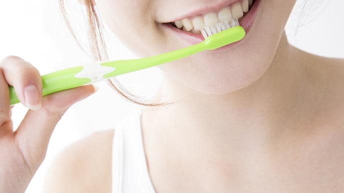 毎日歯磨きをしてキレイな歯を保つ妊婦