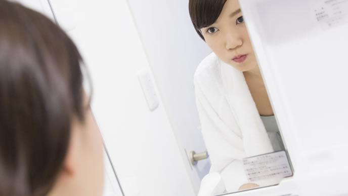 虫歯予防のためにうがいをする妊婦