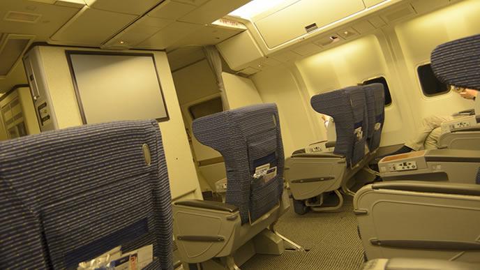 ゆったりしたスペースがある飛行機の座席