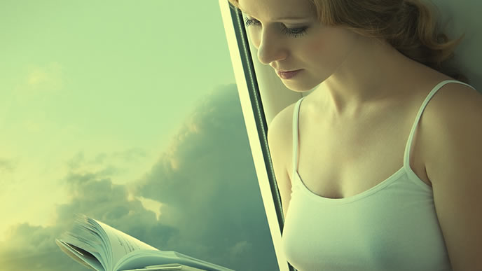 夢に出てきた不思議な体験を振り返る女性