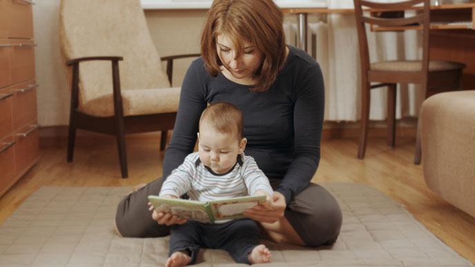 絵本読み聞かせのメリットは赤ちゃんがママの声で精神安定できる